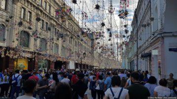 Праздничная Москва глазами Западного туриста на 2018 FIFA World Cup
