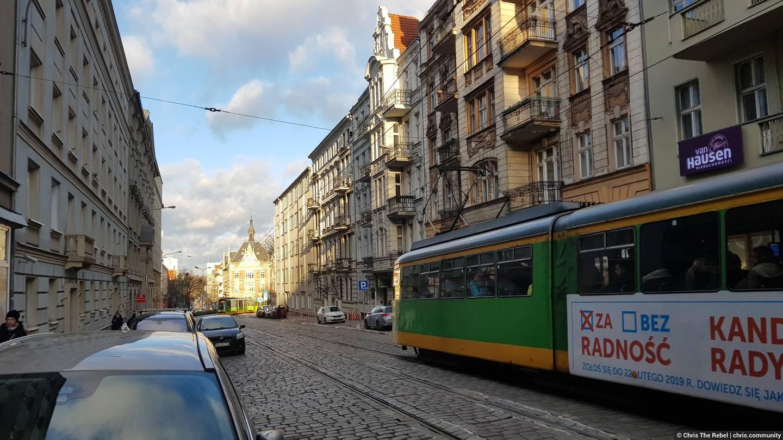 трамвай в польском городе Познань фото